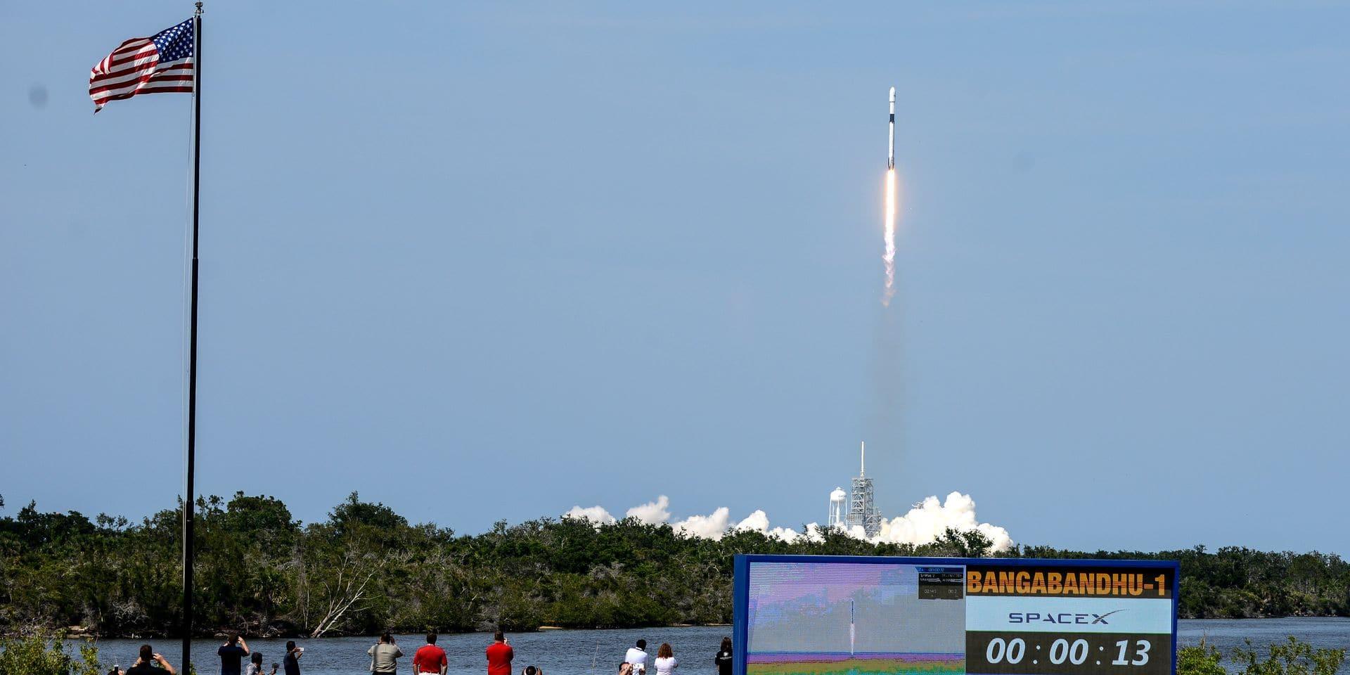 SpaceX lance avec succès sa plus puissante fusée Falcon 9, avec un satellite inédit à son bord