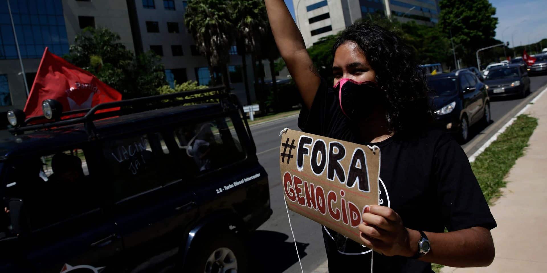 Des milliers de Brésiliens manifestent contre la gestion de la pandémie de Bolsonaro