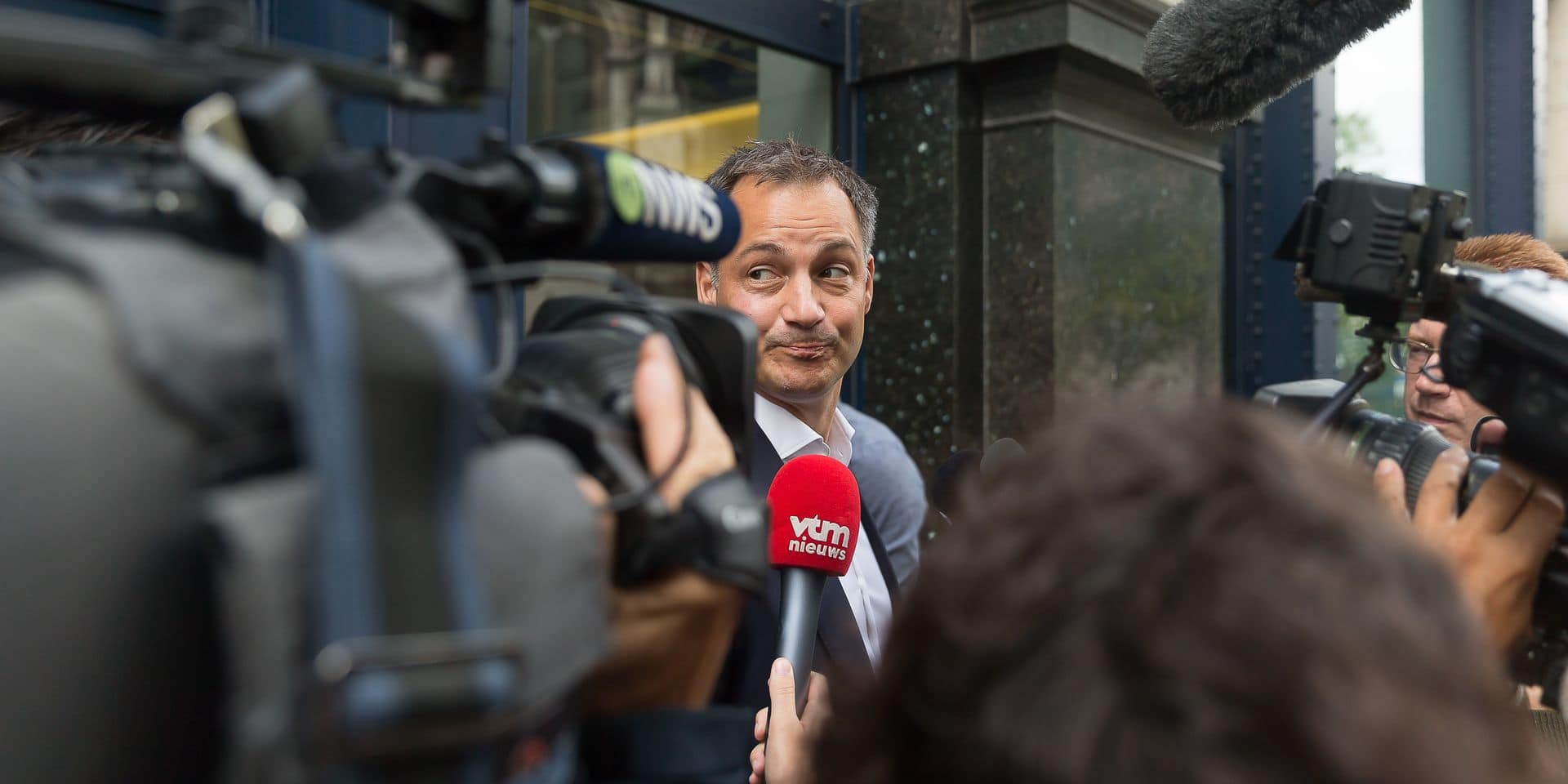 Jan Jambon out, Alexander De Croo favori pour le 16
