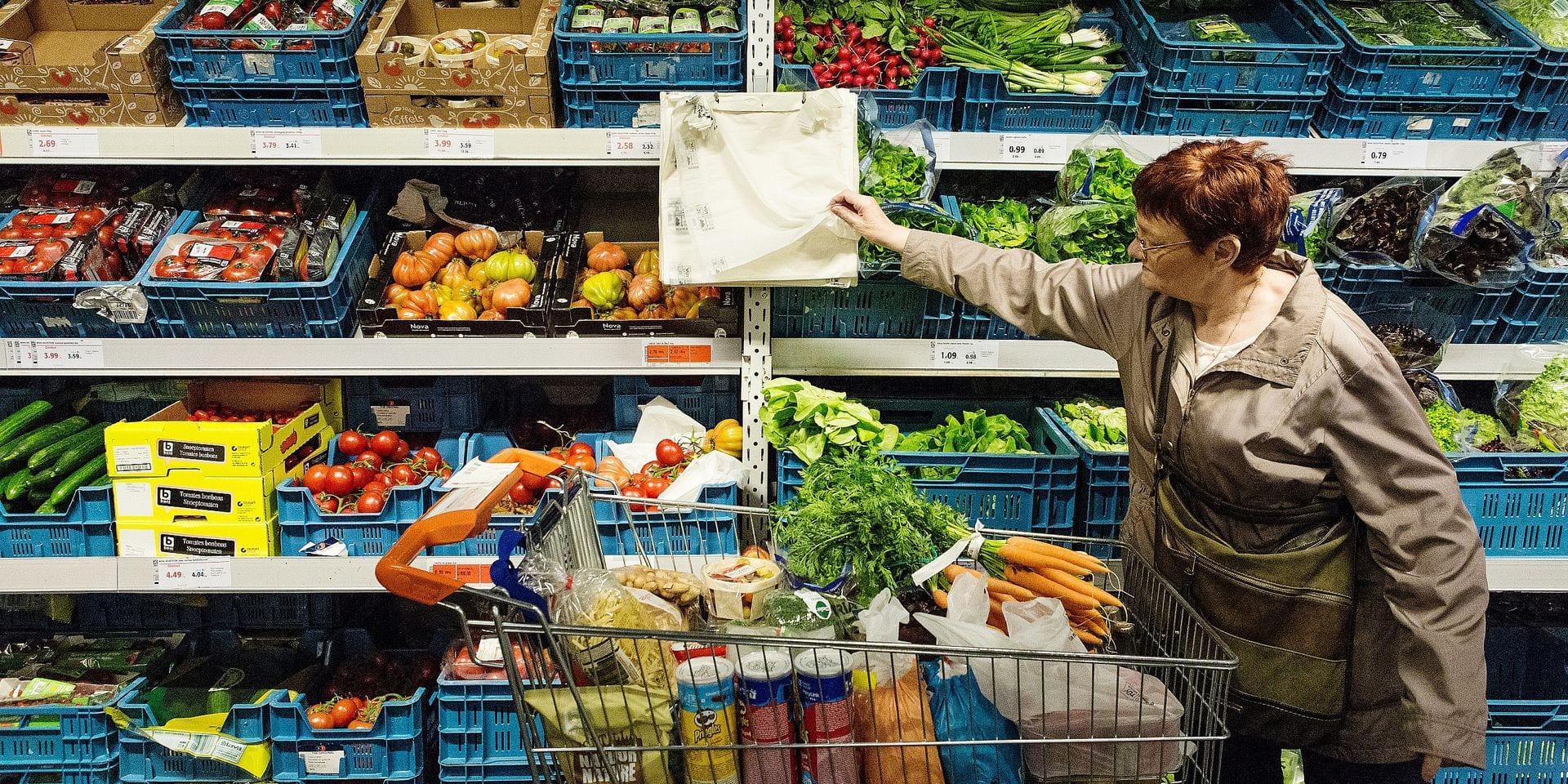 Colruyt veut etre a la pointe en matiere de traitement des dechets. De nombreux emballages plastiques du distributeur sont concus pour etre biodegradables.