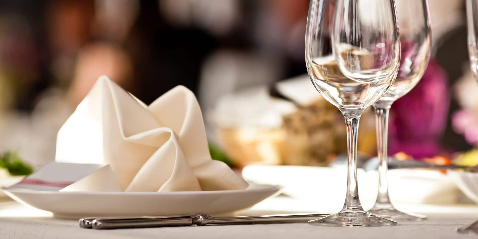 Un ancien ministre et un journaliste reconnaissent avoir mangé dans un restaurant clandestin à Paris
