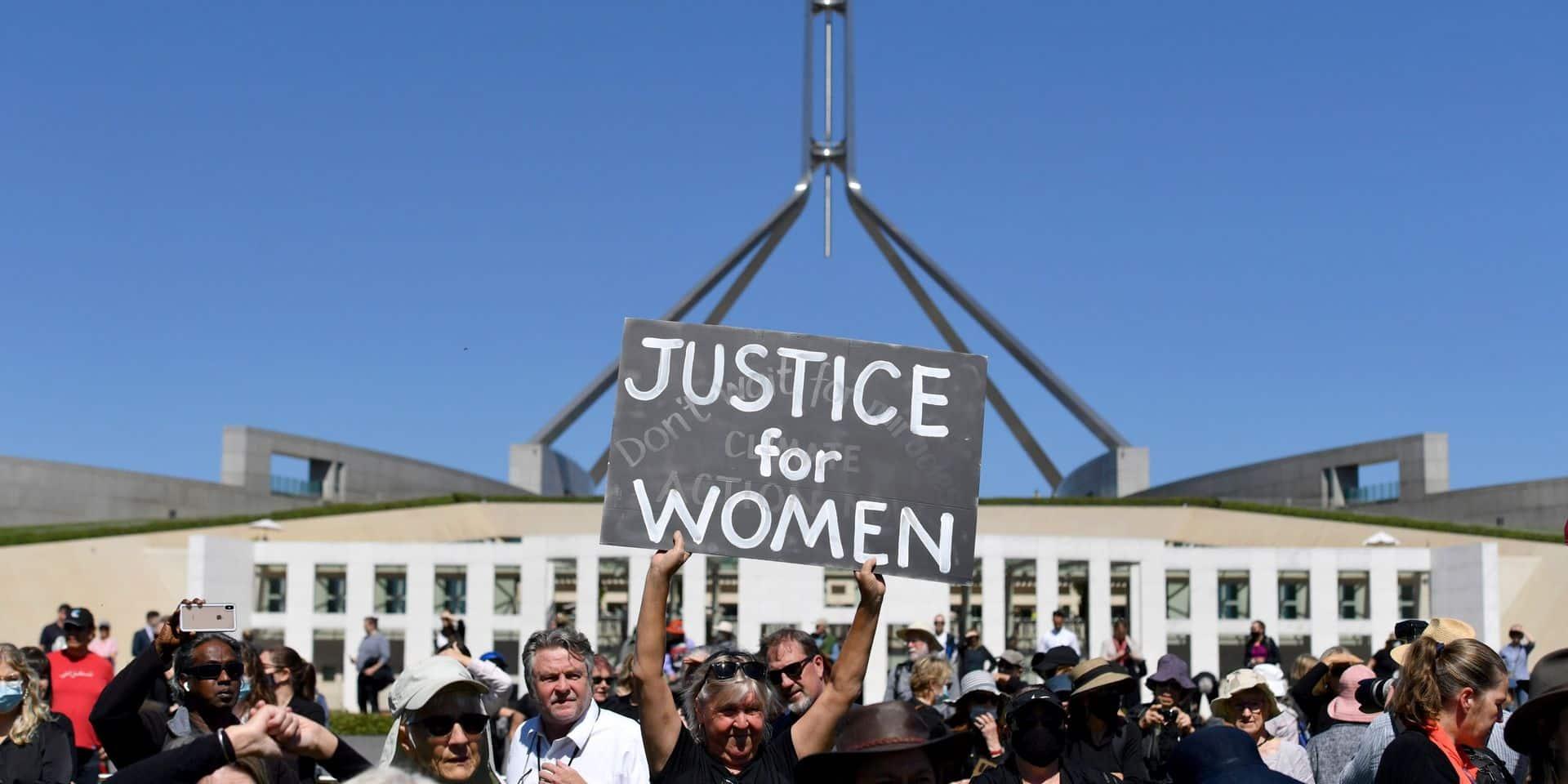 """""""Combien de victimes?"""": les Australiennes manifestent contre les violences sexuelles"""