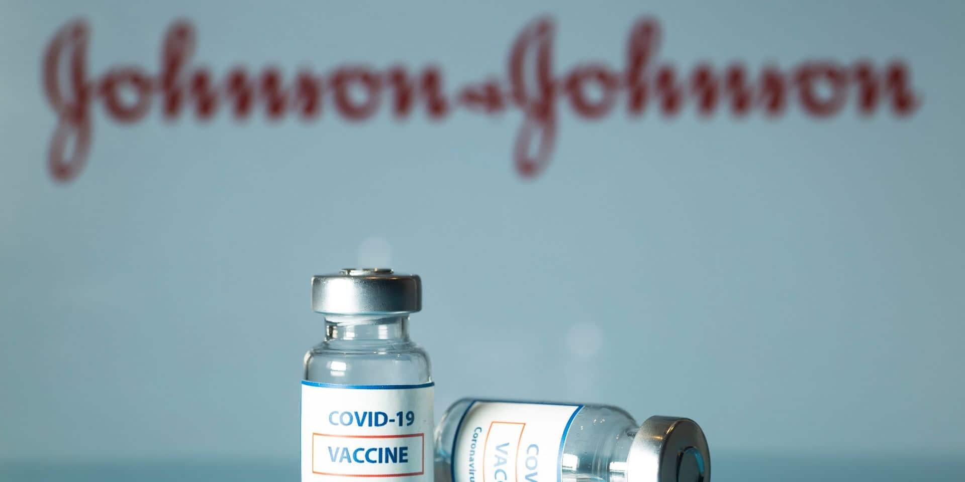"""Décès d'une personne ayant reçu le vaccin Johnson & Johnson : l'Agence américaine des médicaments recommande """"une pause"""" du vaccin"""