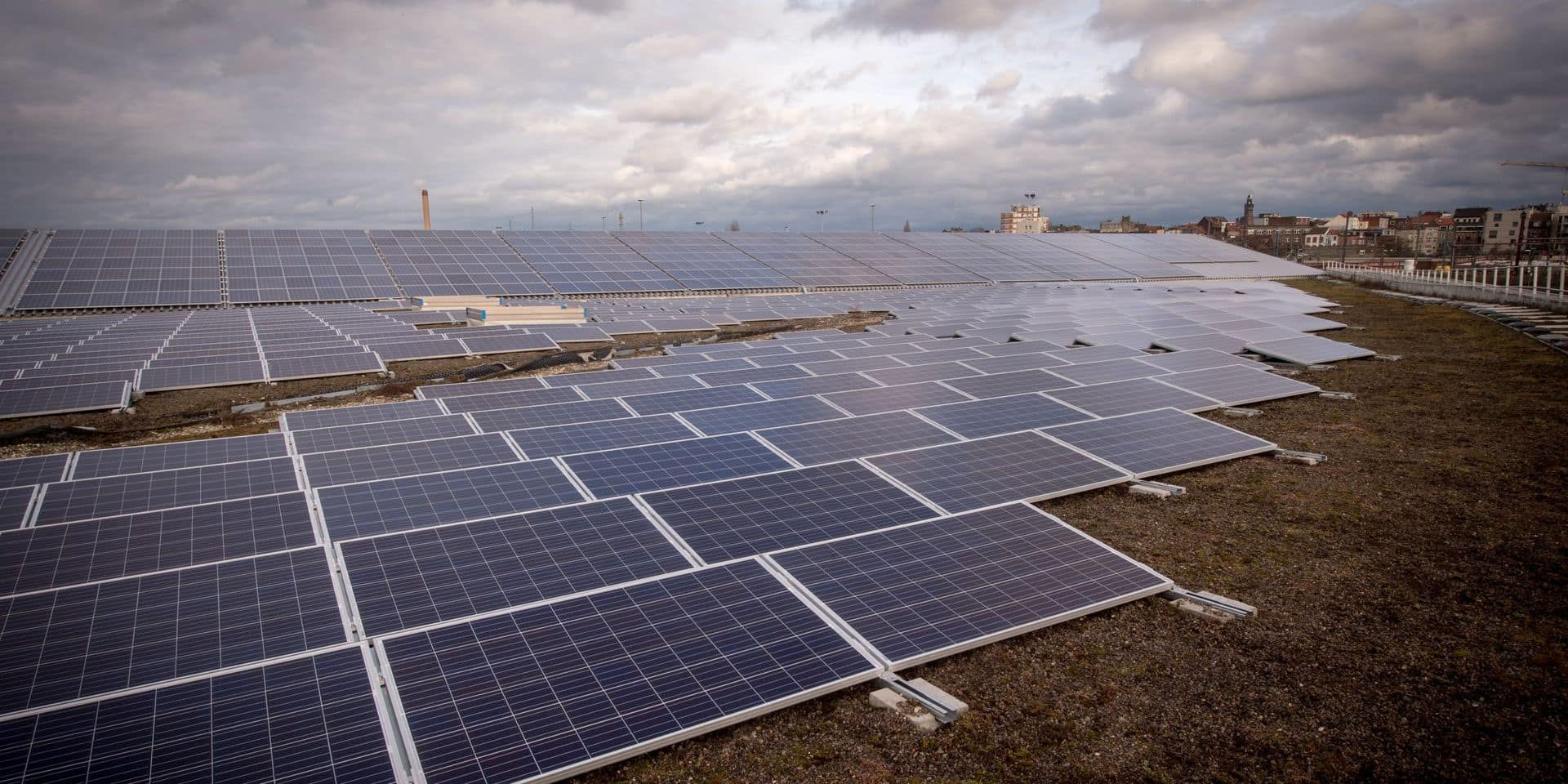 La saga photovoltaïque n'en finit pas: le MR veut forcer un report de la redevance