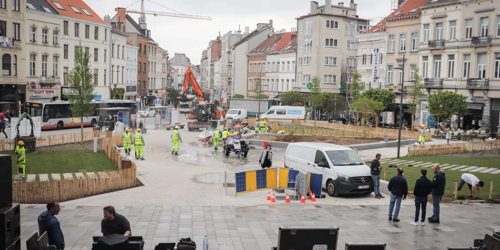 La nouvelle place Fernand Cocq a été inaugurée vendredi en fin de journée, devant la maison communale d'Ixelles, par le ministre bruxellois de la Mobilité Pascal Smet et par le bourgmestre de la commune bruxelloise Christos Doulkeridis.