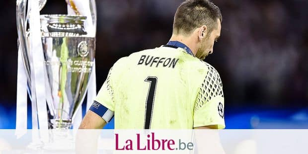 Gianluigi Buffon of Juventus looks dejected while passing by the Champions League Trophy during the UEFA Champions League Final match between Real Madrid and Juventus at the National Stadium of Wales, Cardiff, Wales on 3 June 2017. FOOTBALL : Juventus Turin vs Real Madrid - Finale Ligue des Champions - 03/06/2017 © PanoramiC / PHOTO NEWS PICTURES NOT INCLUDED IN THE CONTRACTS ! only BELGIUM !