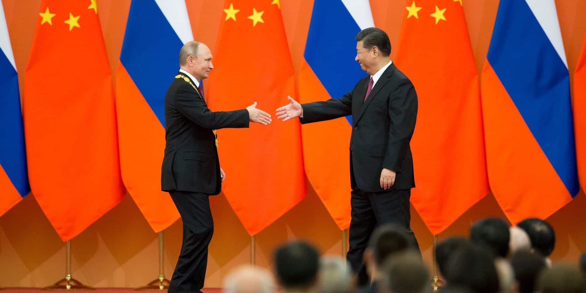 """Quand Vladimir Poutine reçoit la """"Médaille de l'amitié"""" des mains de Xi Jinping"""