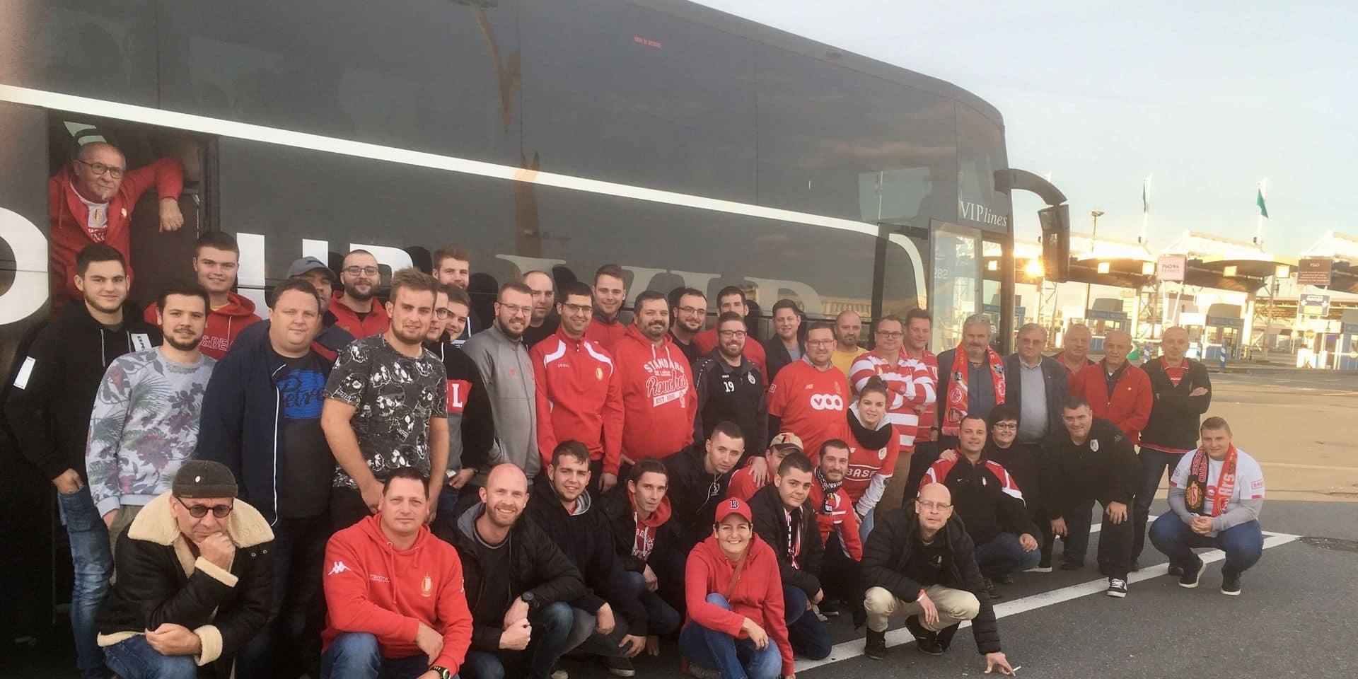 En immersion avec les fans du Standard à Arsenal : les Rouches mettent l'ambiance sur le ferry