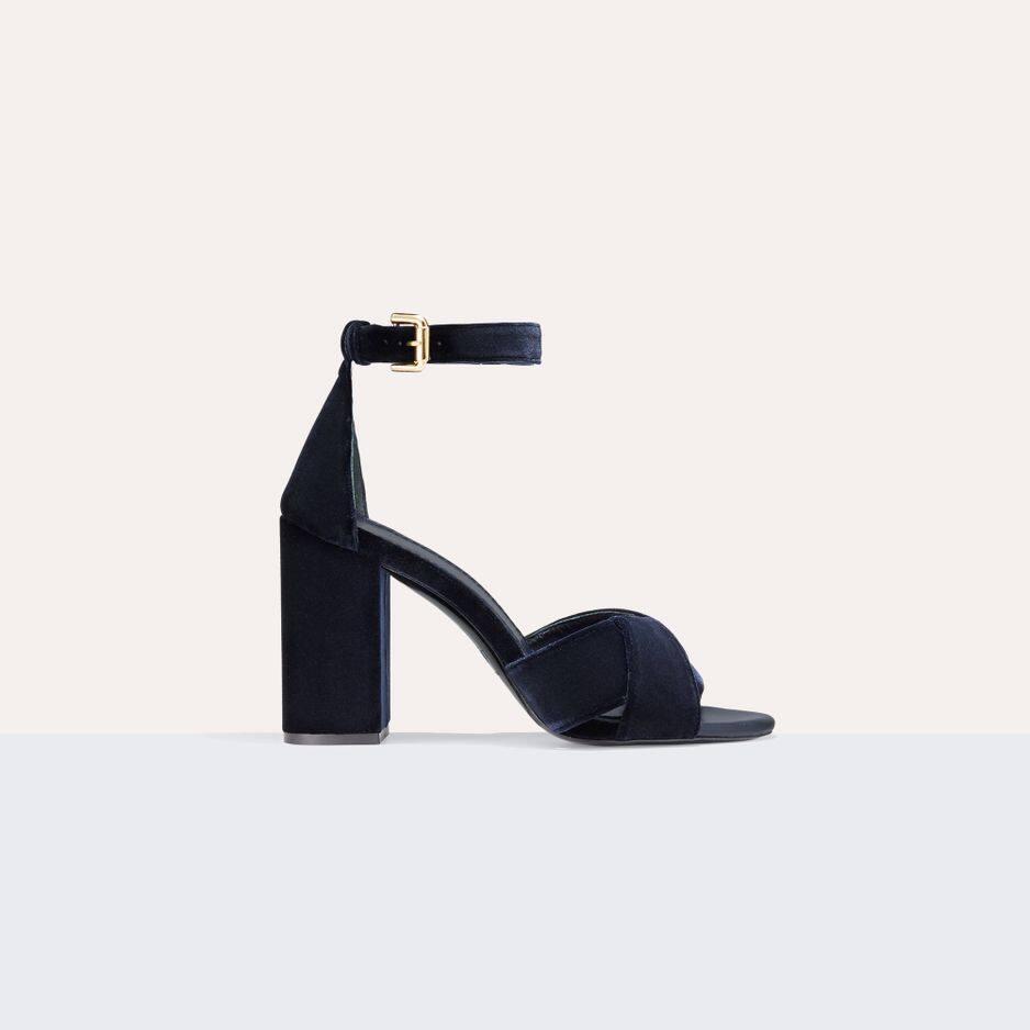 Sandales à talon en veau velours,                                                                                                                       Maje, 270€