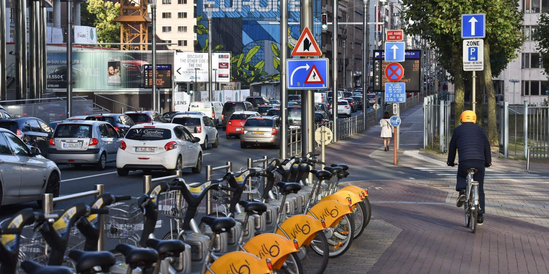 Un dispositif anti-angle mort testé à Bruxelles auprès de cent cyclistes