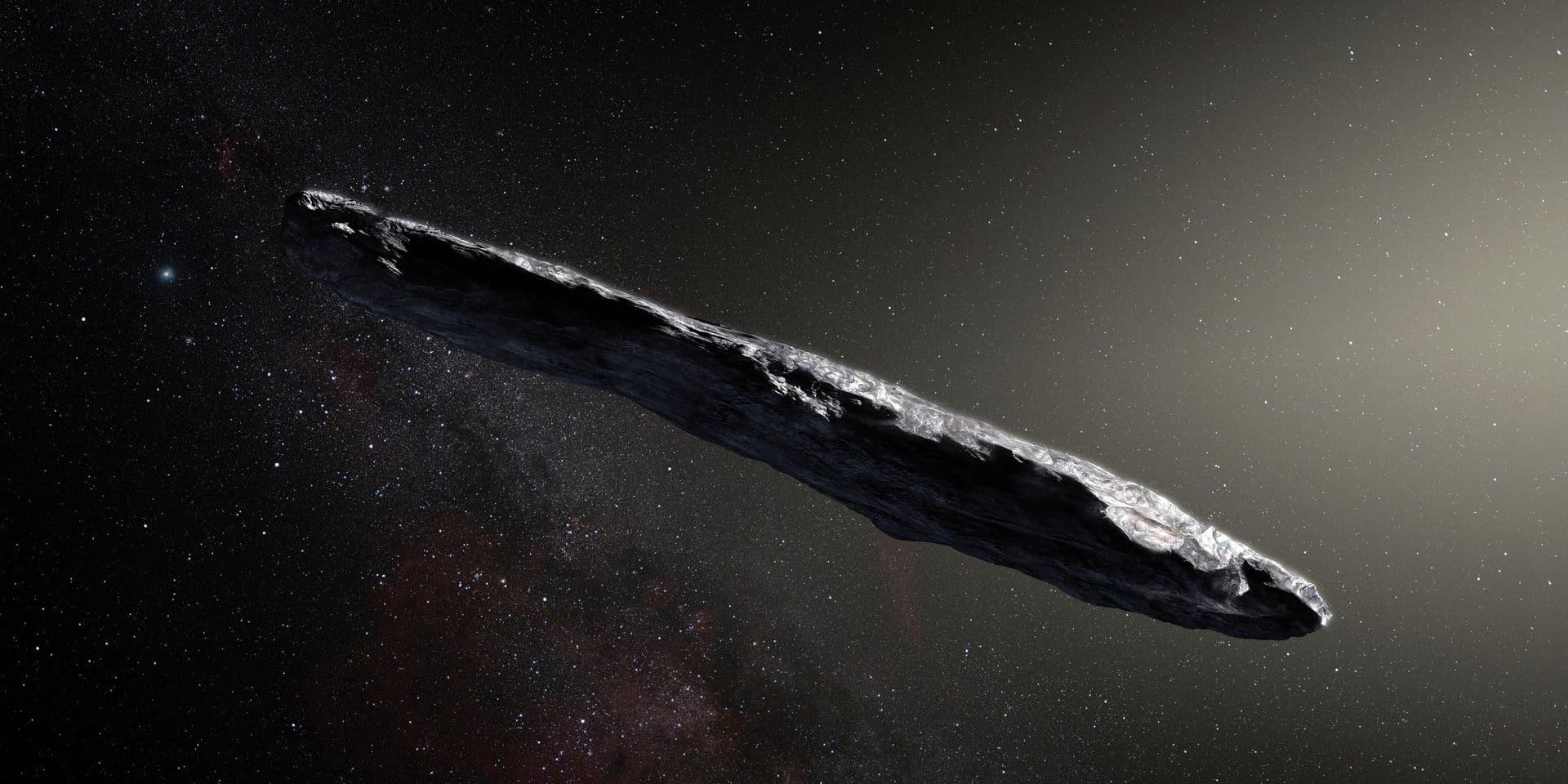 Cette vue d'artiste d'Oumuamua date de 2017. Sa particularité est qu'il a une forme très allongée ou aplatie (rapport de 1 sur 6).