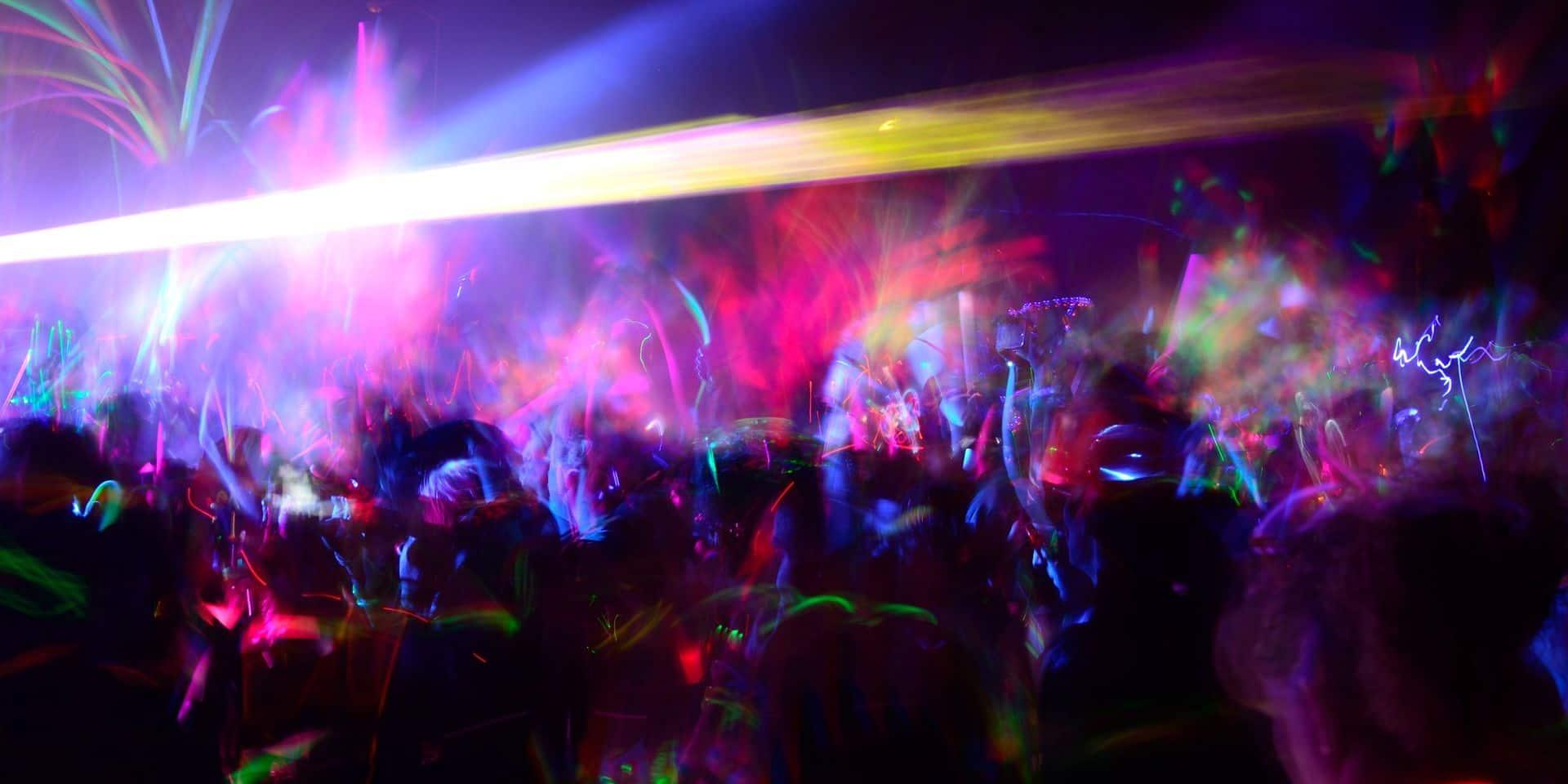 Une rave party réunit environ 2.500 personnes en Bretagne