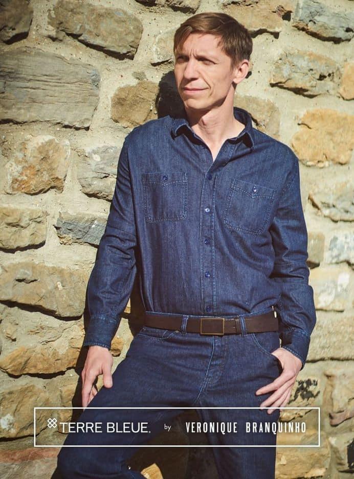 Cette chemise en denim Terre Bleue a été conçue pour fêter les 10 ans de la marque belge... et pour honorer le style intemporel de ce bon vieux Steve McQueen. 89,90 euros chez                     Terre Bleue