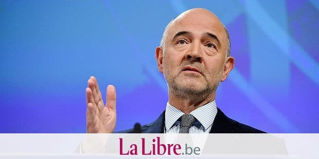 EU Commissioner of Economic and Financial Affairs, Taxation and Customs Pierre Moscovici gives a press conference after the College meeting on the European semester 2019 autumn package at the EU headquarters in Brussels on Novembrer 21, 2018. (Photo by JOHN THYS / AFP)