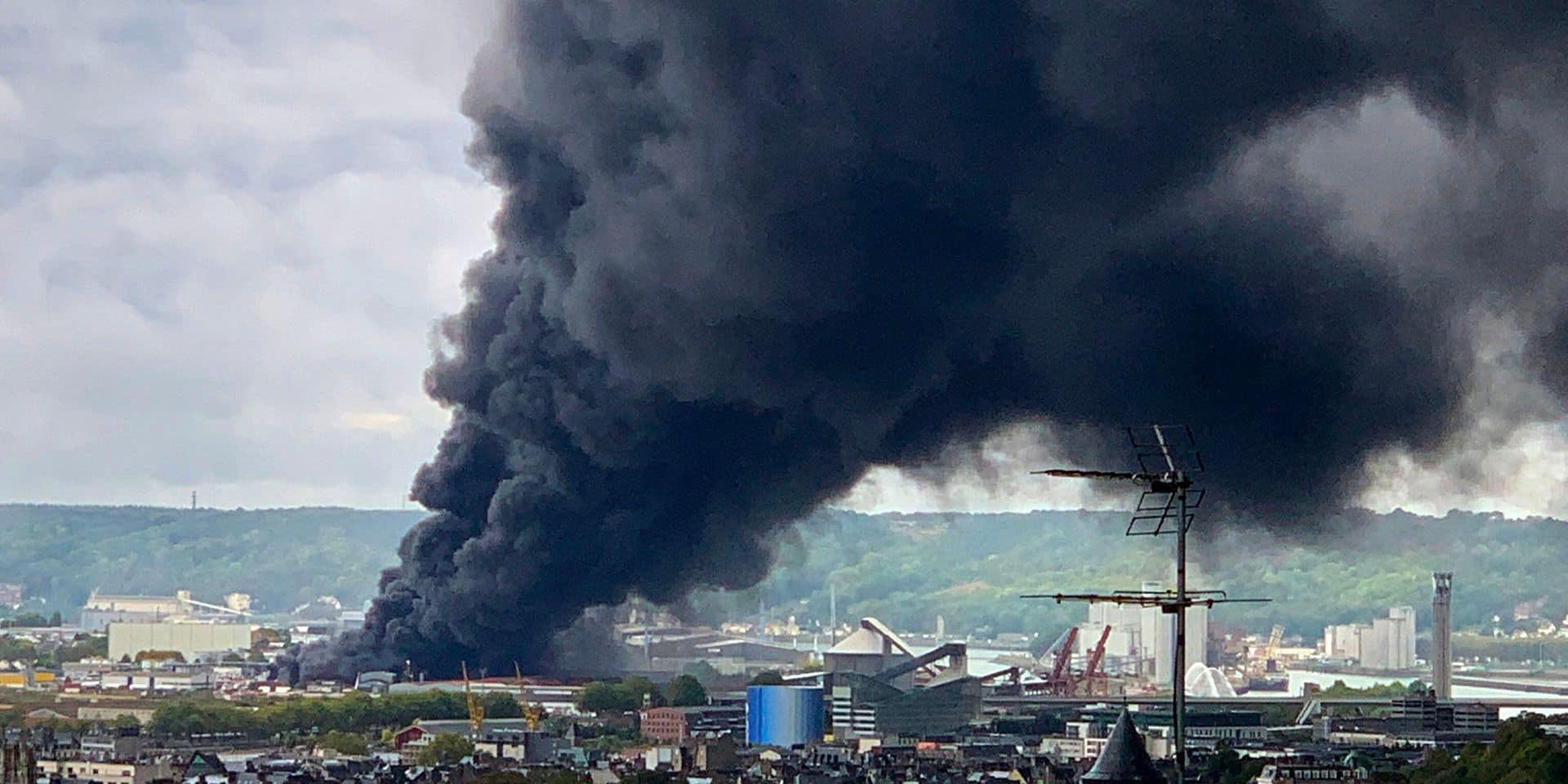 Incendie d'une usine Seveso à Rouen: Plus de 100 maires et élus normands interpellent le Premier ministre