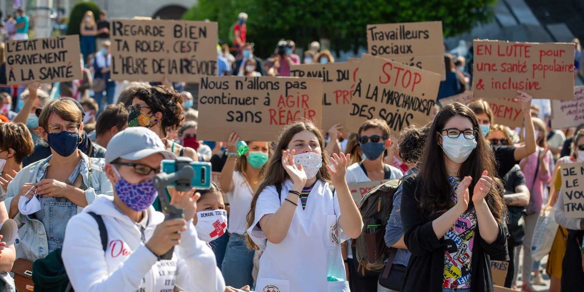 """Manifestation pour les soins de santé à Bruxelles: une enquête ouverte au sujet d'un """"photographe"""" ayant utilisé un spray au poivre"""