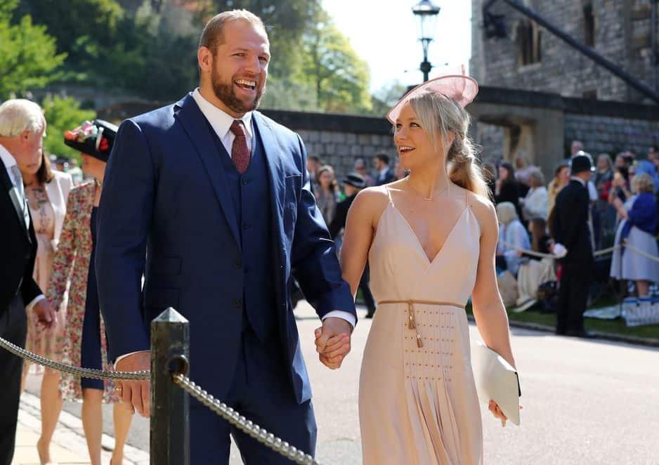 La star locale du rugby James Haskell est venu en compagnie de Chloe Madeley.