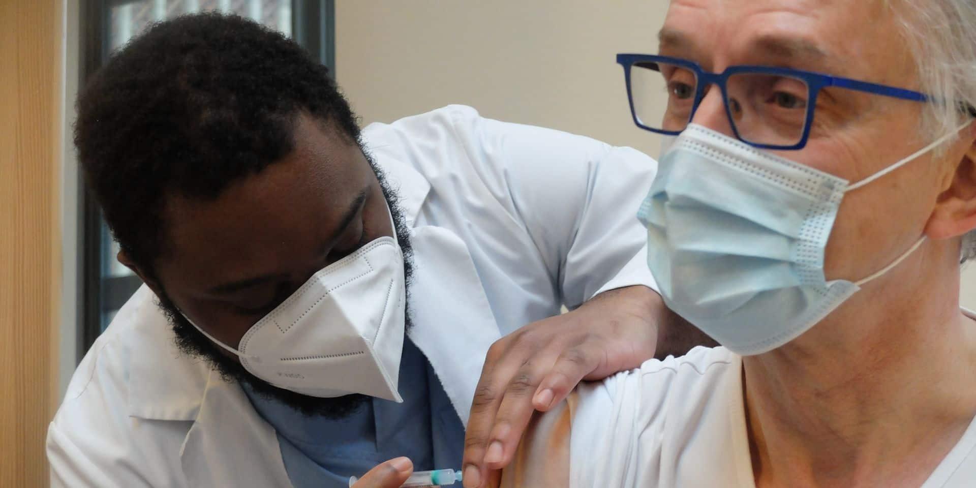 """365.000 vaccinations ont été effectuées en Belgique: """"Nous sommes actuellement légèrement en avance sur le calendrier"""""""