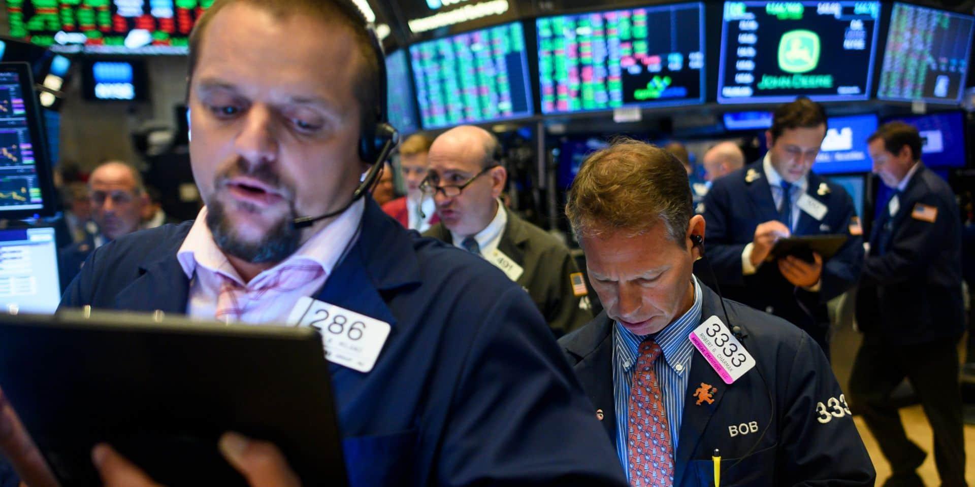 Wall Street, scrutant les négociations commerciales et la Fed, ouvre en baisse