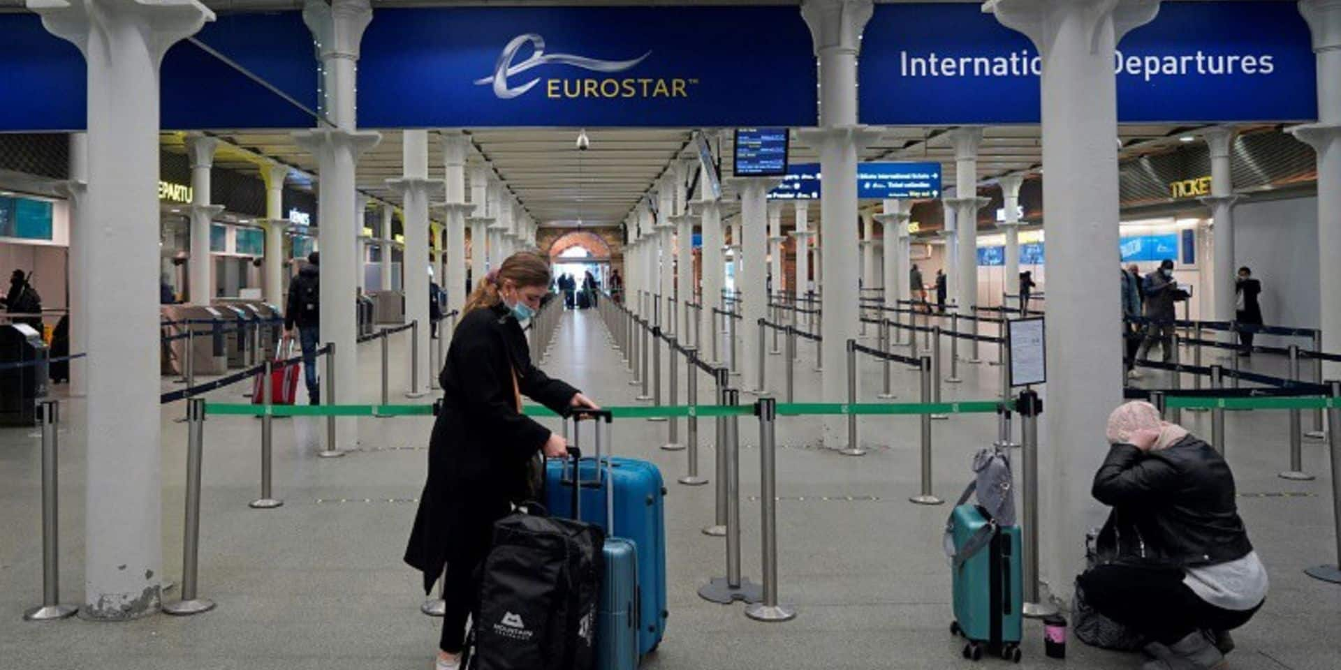 Nouvelle souche du coronavirus: près de 50 pays suspendent les arrivées depuis le Royaume-Uni