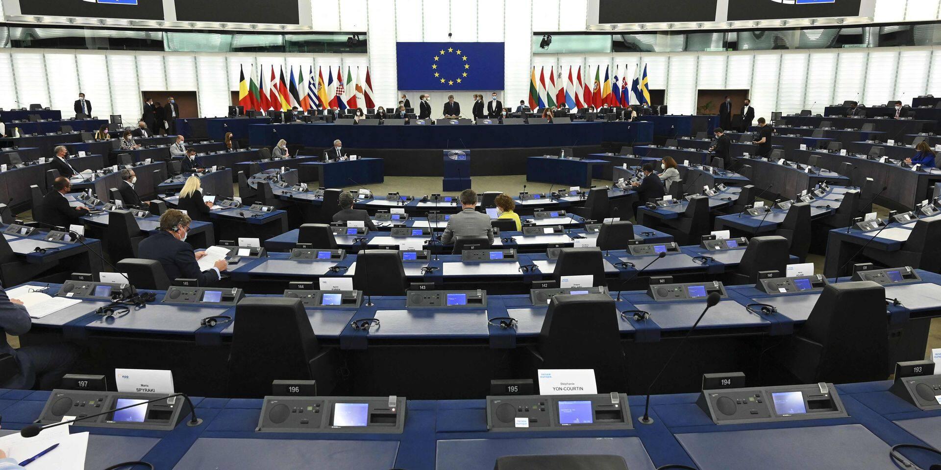 """""""Il est grand temps que la Commission fasse ses devoirs"""" : Les eurodéputés somment la Commission d'utiliser son nouvel outil de défense de l'état de droit"""