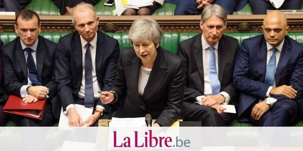 """A handout photograph released by the UK Parliament shows Britain's Prime Minister Theresa May (C) standing at the dispatch box as she speaks during the weekly question and answer session, Prime Minister's Questions (PMQs), in the House of Commons in London on December 5, 2018. (Photo by Mark DUFFY / various sources / AFP) / RESTRICTED TO EDITORIAL USE - NO USE FOR ENTERTAINMENT, SATIRICAL, ADVERTISING PURPOSES - MANDATORY CREDIT """" AFP PHOTO /Mark DUFFY / UK Parliament"""""""