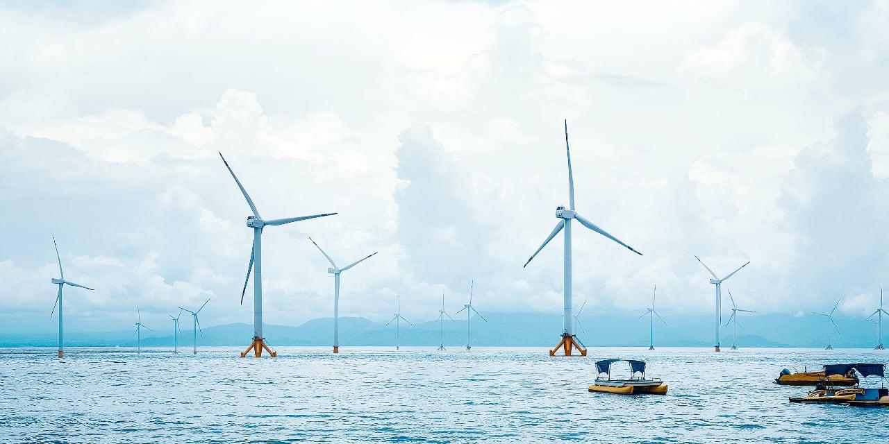 Au sein des énergies renouvelables, l'éolien en mer est le secteur qui se rapproche le plus du pétrole, avec ses plateformes marines.
