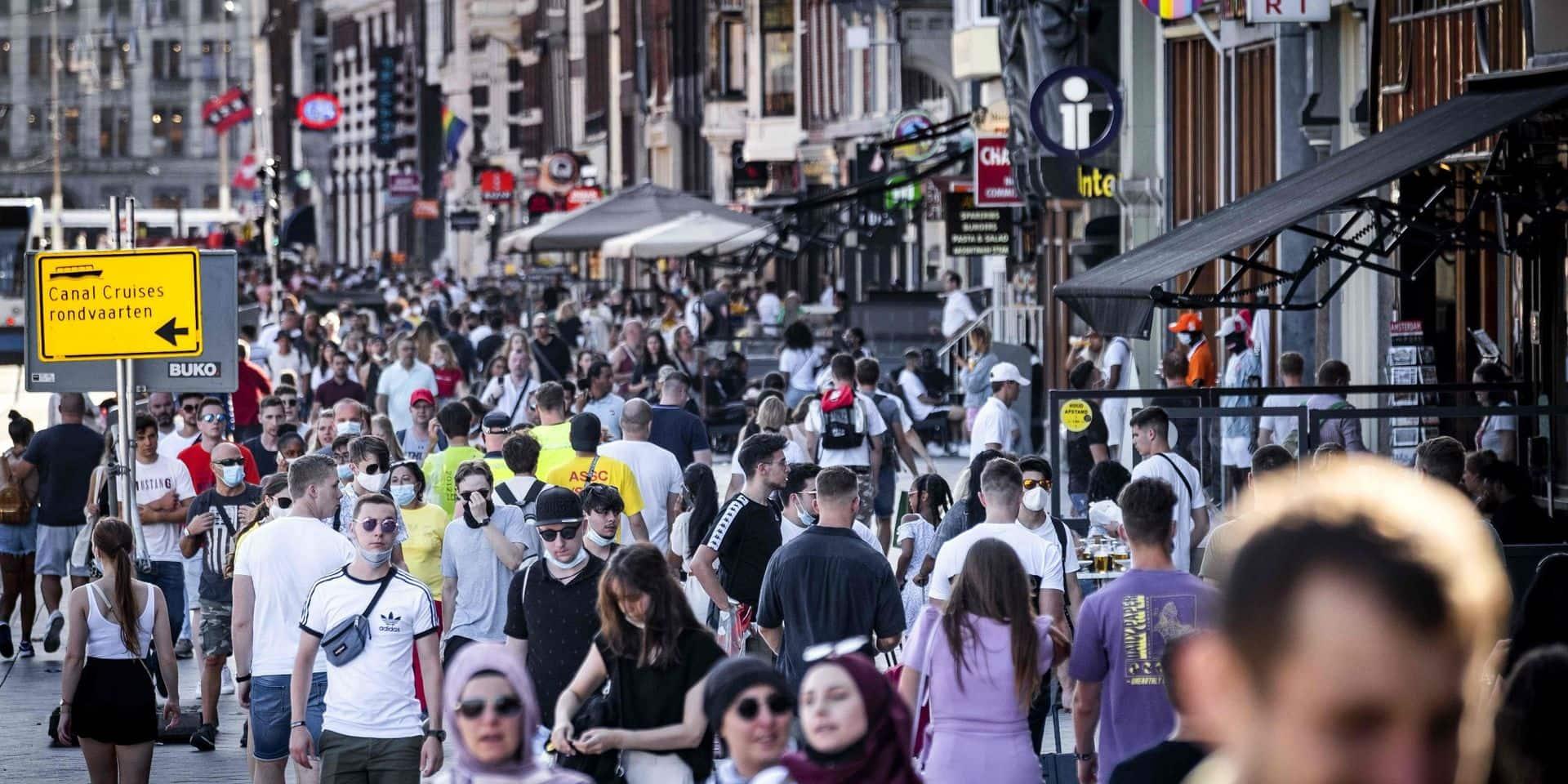 """""""Des raisons de s'inquiéter à Amsterdam, La Haye et Rotterdam"""": importante hausse des infections au coronavirus aux Pays-Bas"""