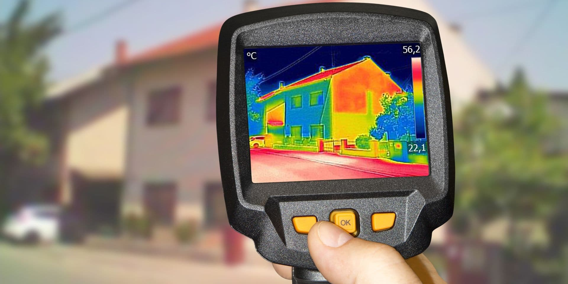 Recording,Heat,Loss,At,The,House,With,Infrared,Thermal,Camera