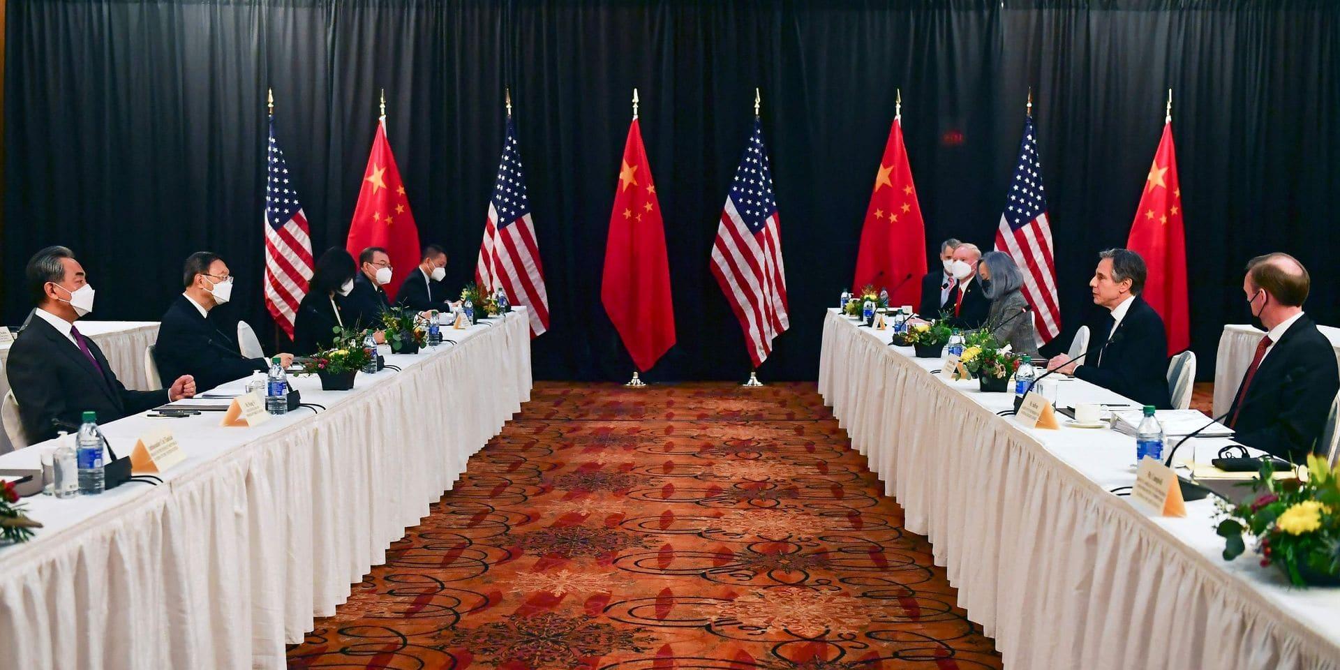 """Les USA évoquent une """"compétition rude"""" face à la Chine, qui répond par des menace de """"mesures fermes"""""""