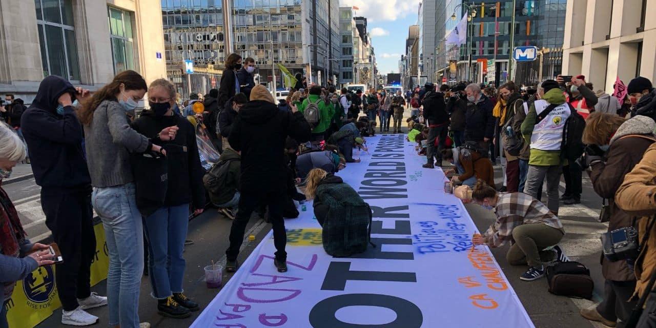 """Nouvelle manifestation pour le climat à Bruxelles : """"Nous ne lâcherons pas"""""""