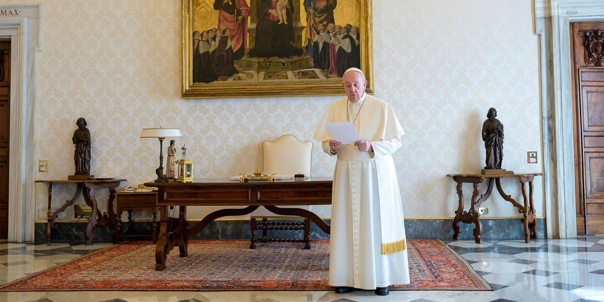 Vatican: un prélat, vivant dans la résidence du pape, positif au coronavirus