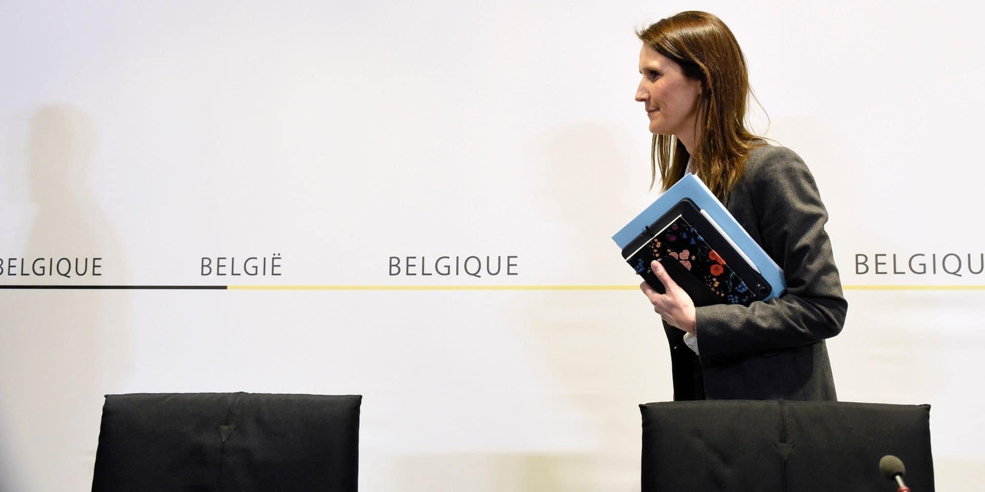"""""""Ce ne sera pas facile"""", """"Conséquences économiques sans précédent"""", """"Grand reset"""": les réactions de la presse francophone aux nouvelles mesures de confinement"""