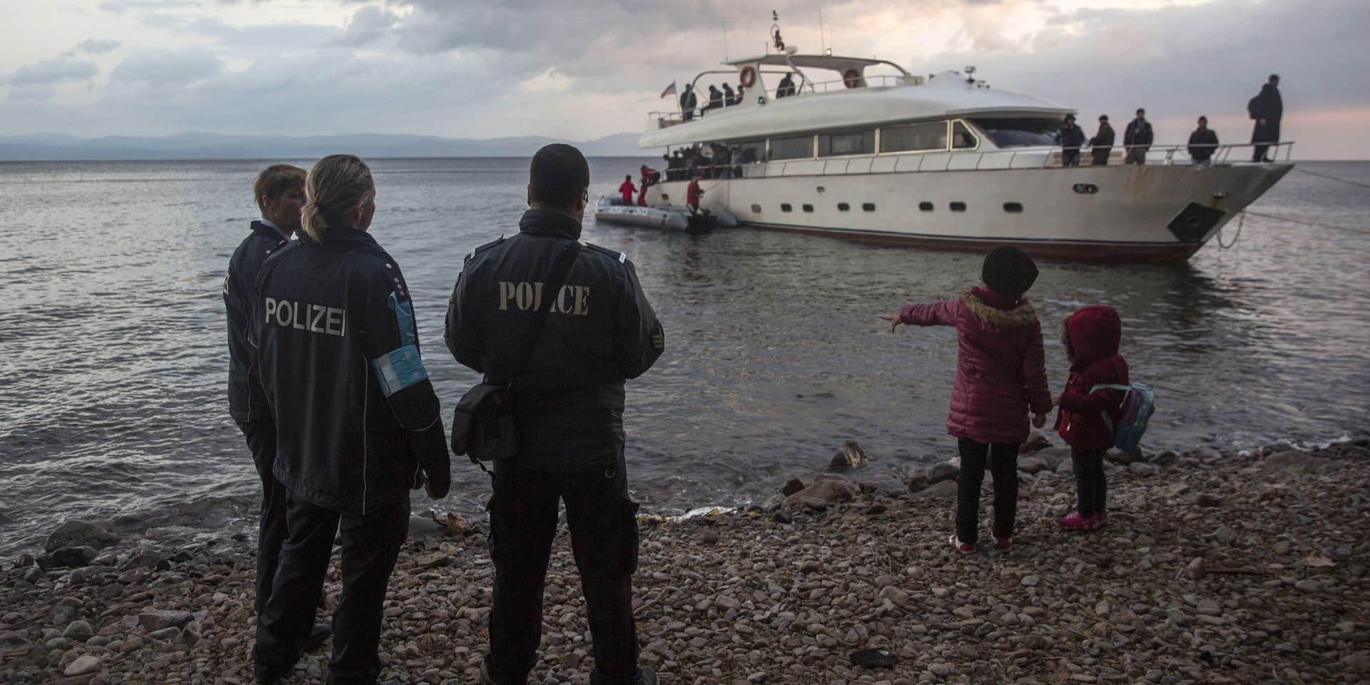 Une barrière flottante pour stopper les flux migratoires en voie d'installation en Grèce