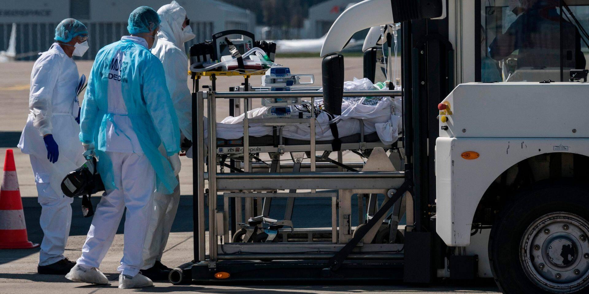 Coronavirus: 499 décès de plus en 24 heures en France, les Pays-Bas prolongent leurs mesures jusqu'au 28 avril