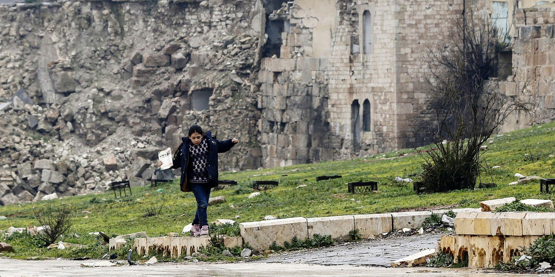 A Syrian girl plays in front of a destroyed building in the Bab al-Qinnasrin area in Aleppo's Old city, on February 10, 2019. (Photo by LOUAI BESHARA / AFP)