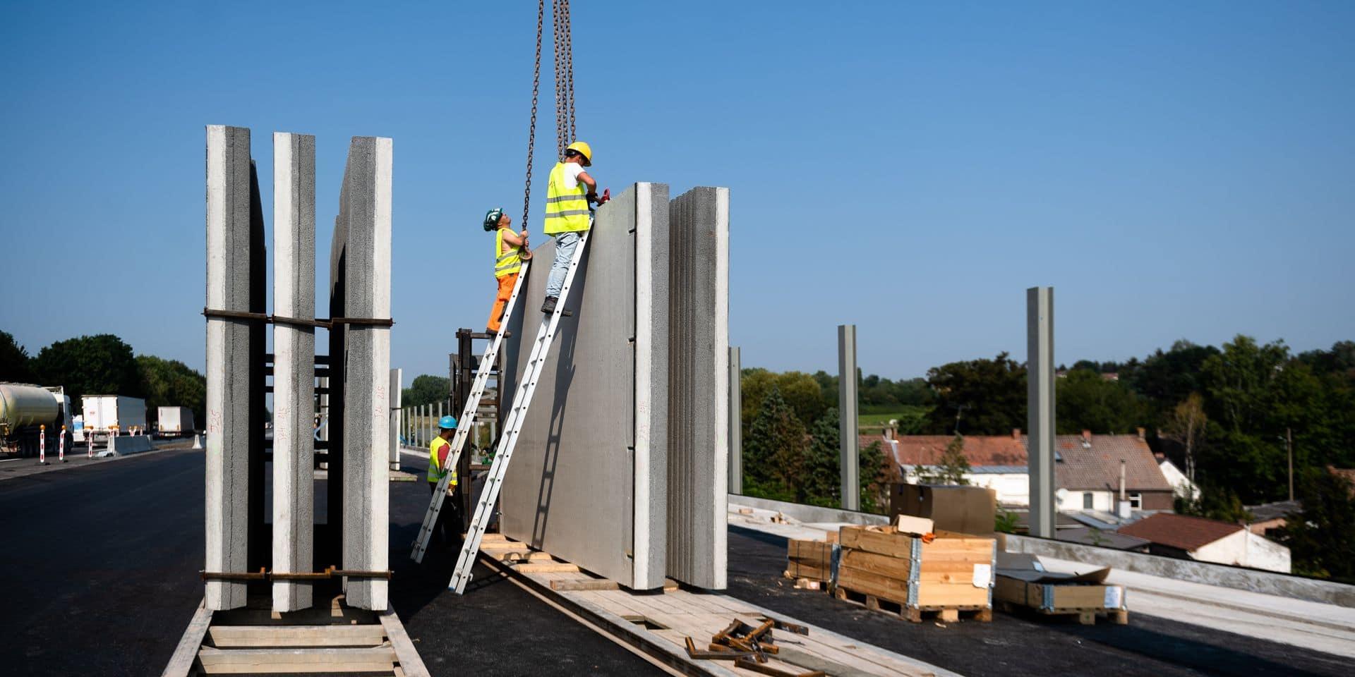 Obourg: Chantier de réhabilitation de l autoroute E19/E42 - reconstruction complete des voiries entre Obourg et Jemappes