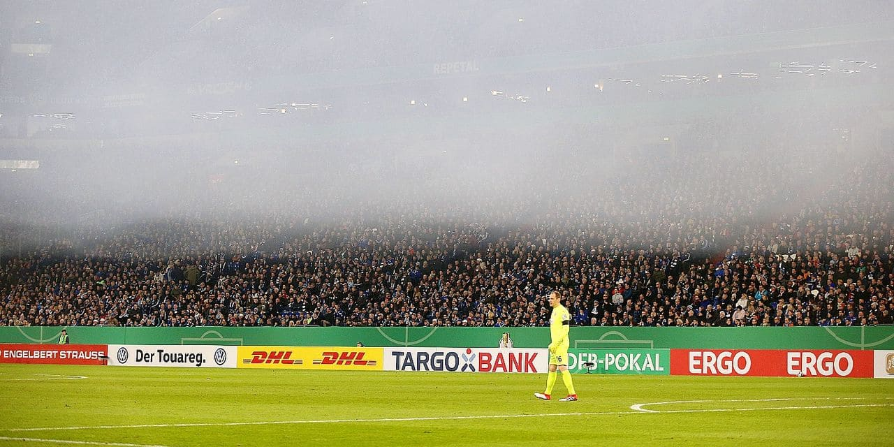 firo: football, season 2018/2019 DFB-Pokal, cup, 06.02.2019 FC Schalke 04 - Fortuna Dusseldorf A veil lies over the Veltins Arena Fog, smoke | usage worldwide Reporters / DPA