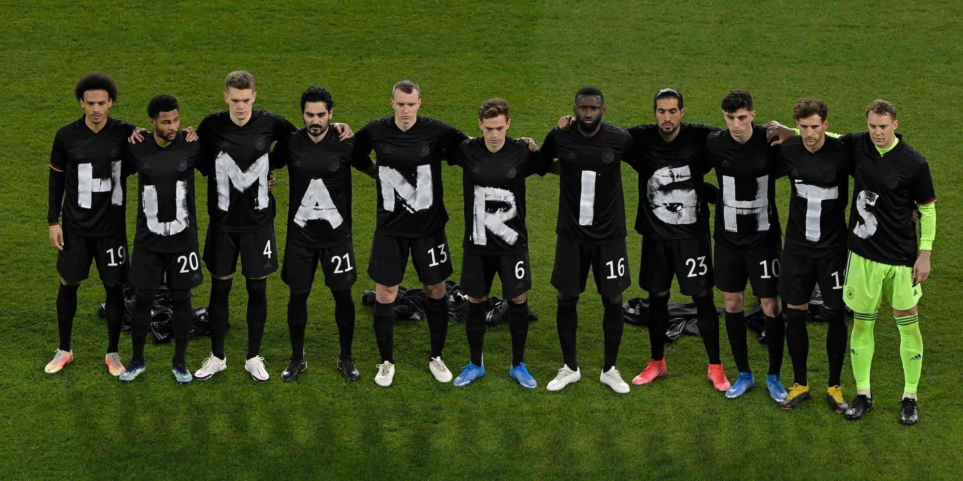Le 25 mars, les joueurs allemands affichaient leur souci du respect des Droits de l'homme avant le match de football de qualification pour la Coupe du Monde de la Fifa au Qatar en 2022.