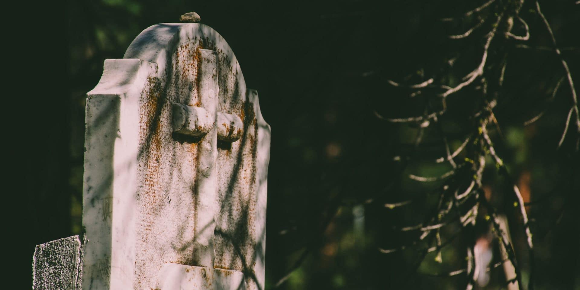 """Des décorations militaires retrouvées sur la tombe des parents de Jürgen Conings: """"C'est un signal très inquiétant"""""""