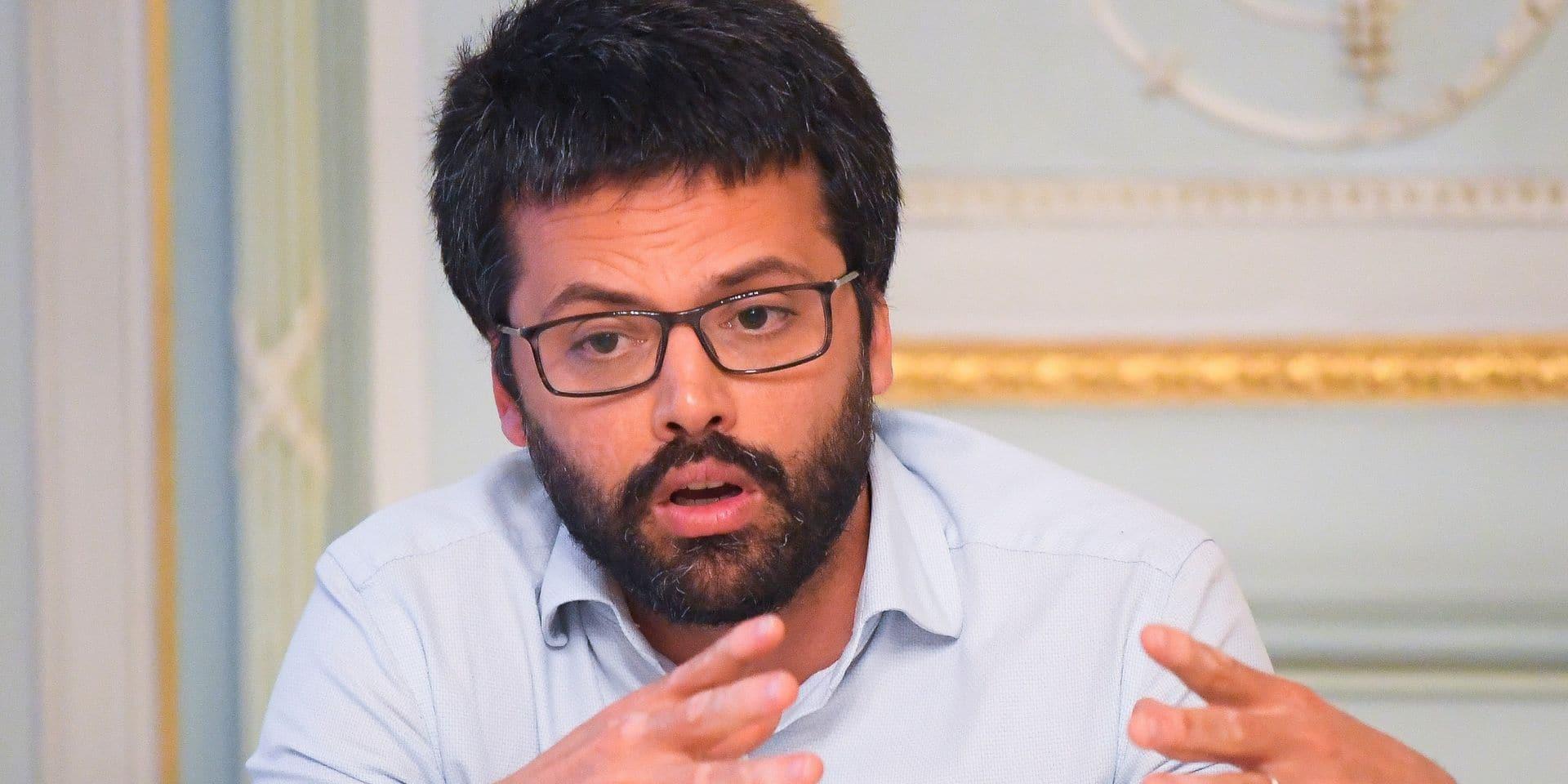 """Emmanuel André critique vivement la gestion de la crise du coronavirus: """"Nous aurions dû renforcer ce système plus tôt"""""""