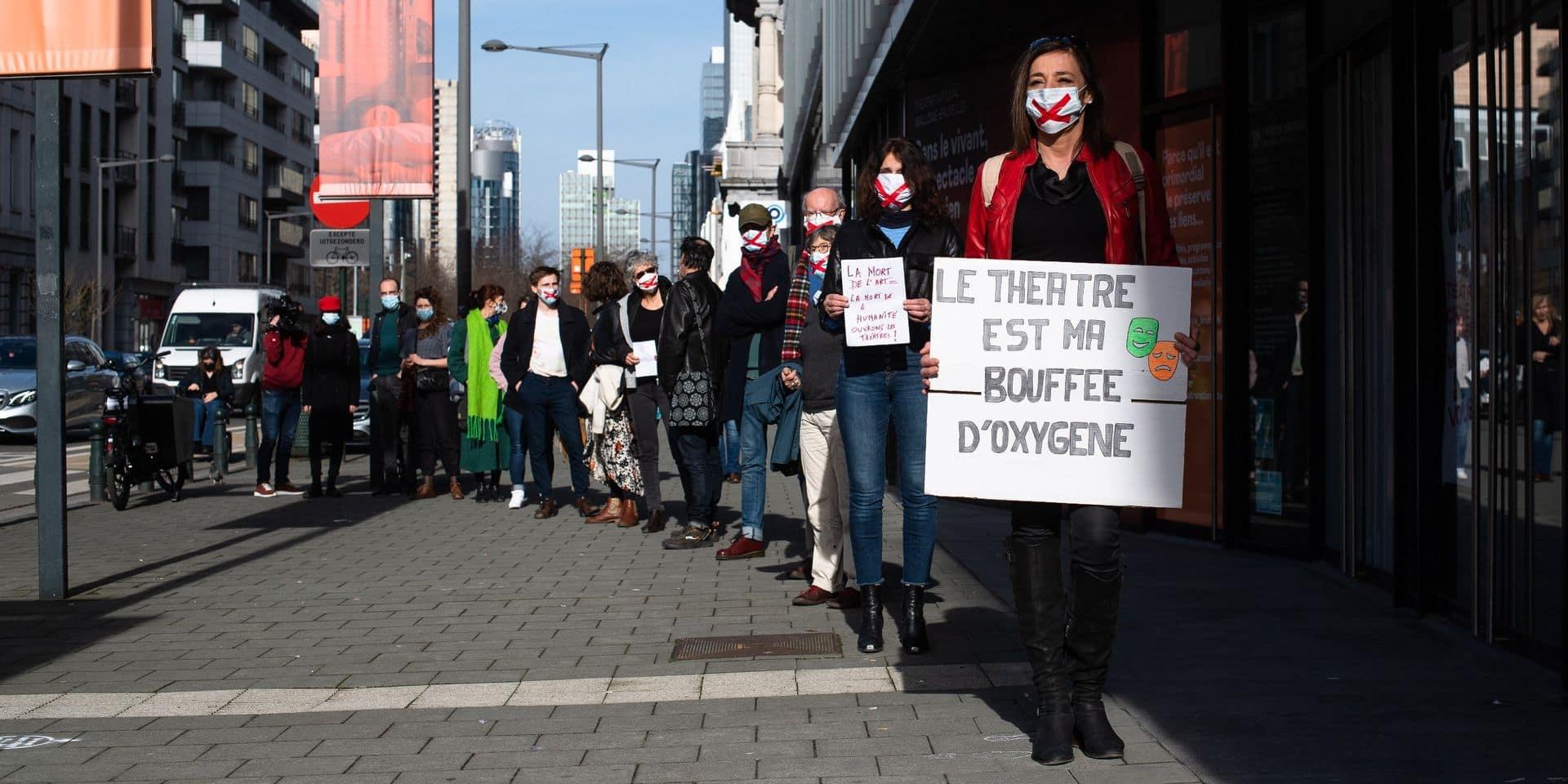 Les acteurs du monde culturel se rassemblent aux quatre coins du pays pour exiger la réouverture du secteur
