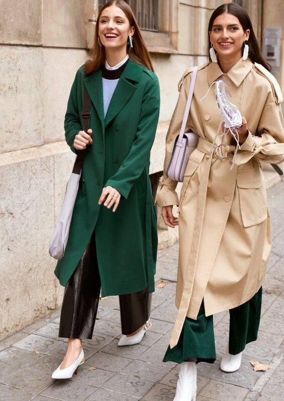 Un                trench-coat classique beige ou coloré