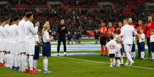 Haie d'honneur pour Wayne Rooney, qui fait ses adieux à la sélection anglaise - La Libre