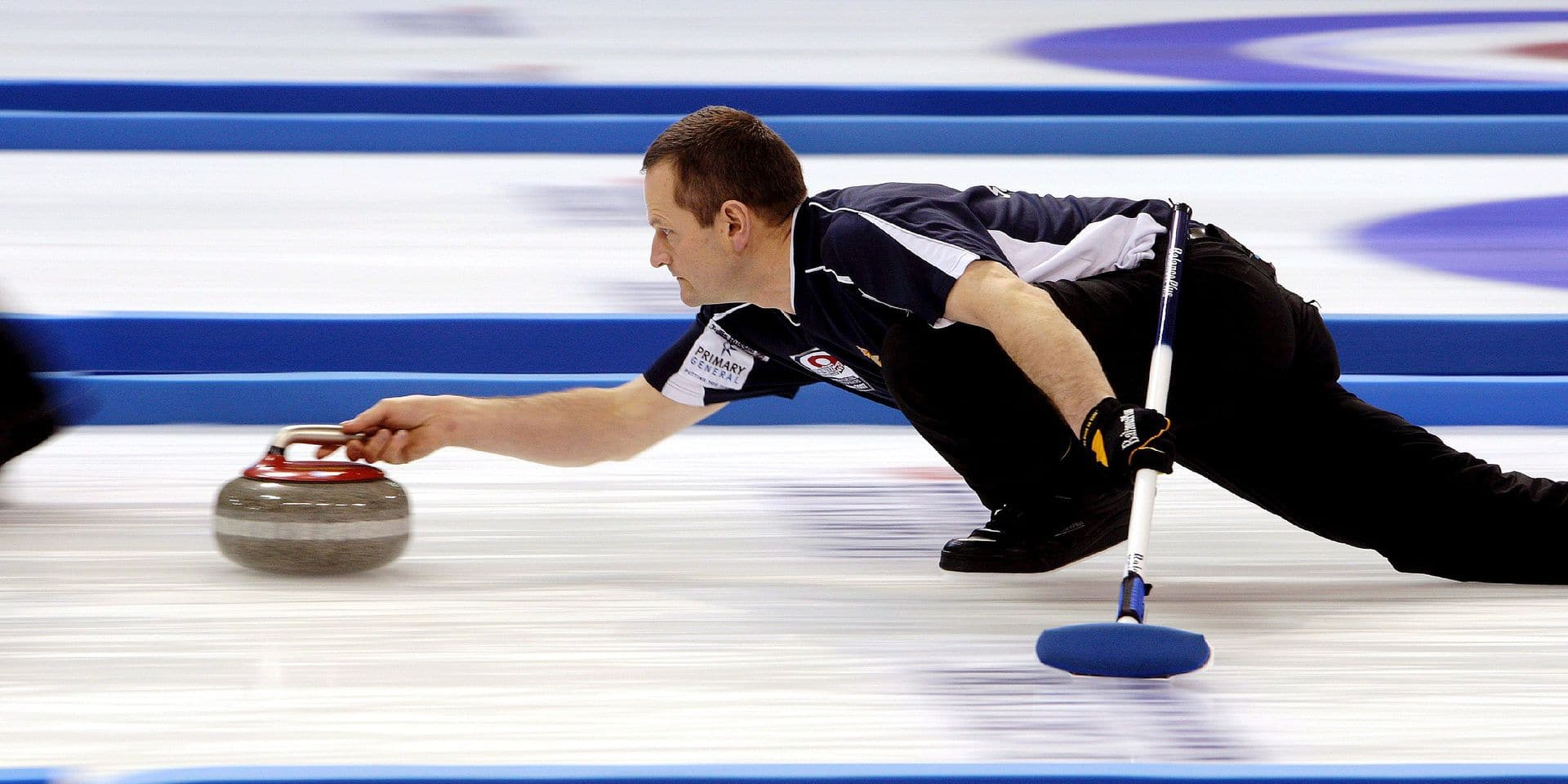 epa01194913 Scotland's Peter Smith is shown in action during the final of the 2007 European Curling Championships against Norway held at Arena Fuessen in Fuessen, Germany, 07 December 2007. EPA/KARL JOSEF HILDENBRAND