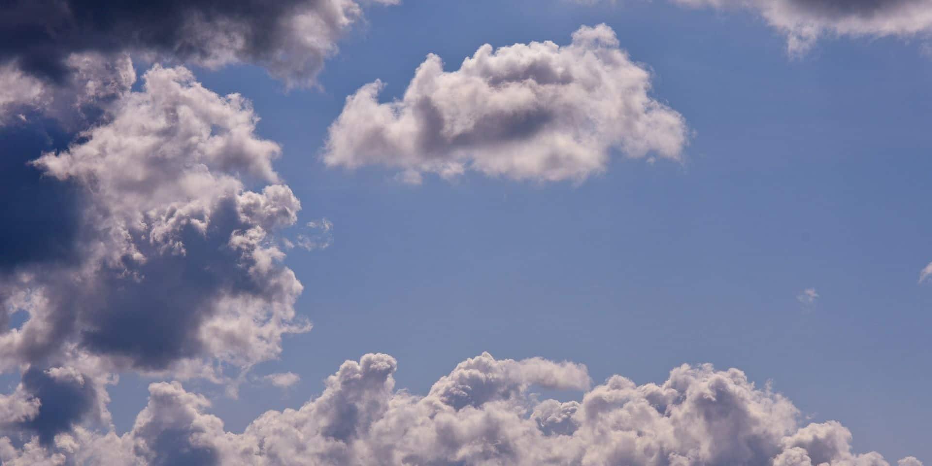 Météo: un vendredi nuageux avec des averses attendues sur l'ensemble du pays