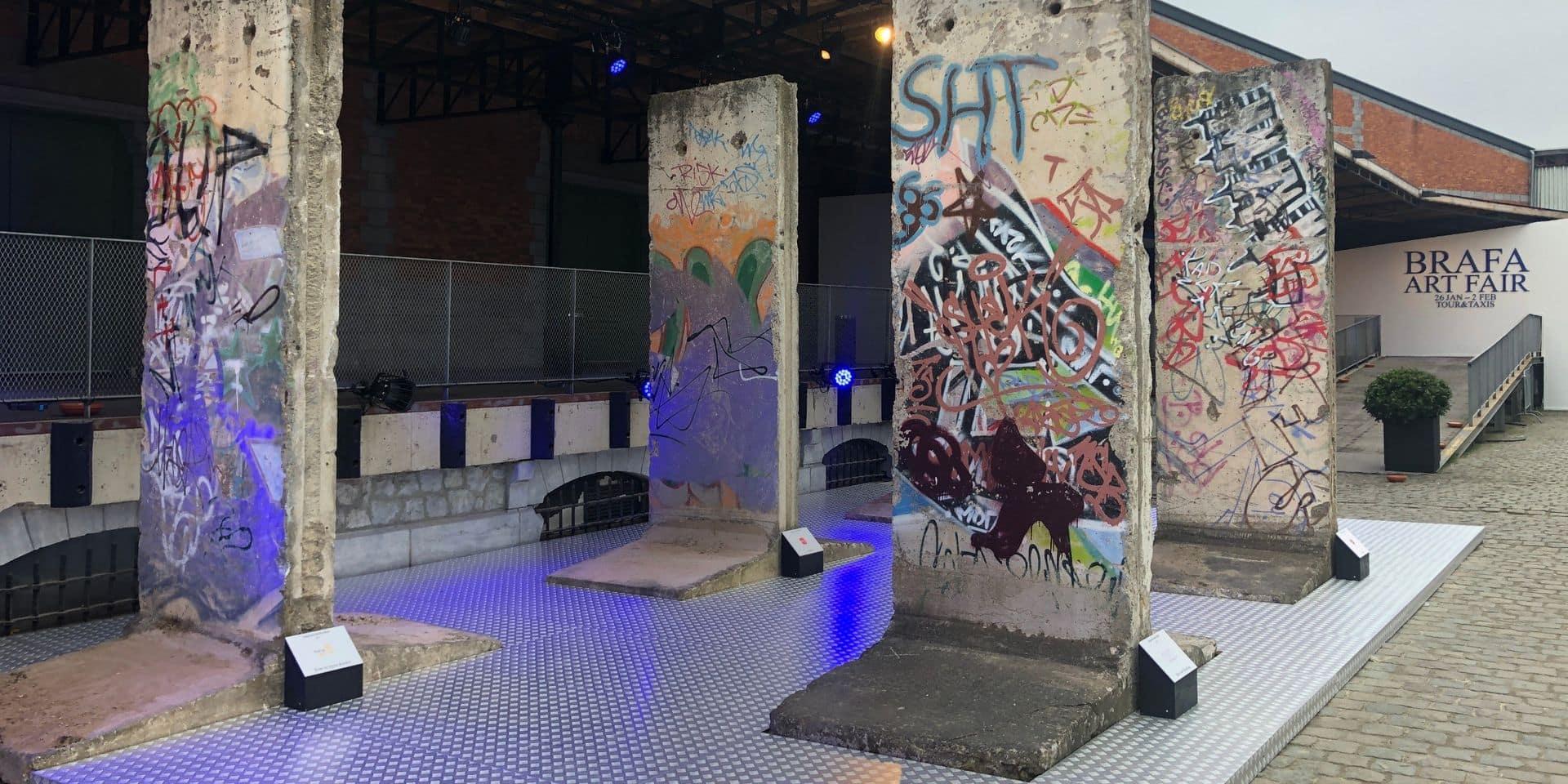 Cinq segments du Mur de Berlin rapportent 326.000 euros lors de la Brafa