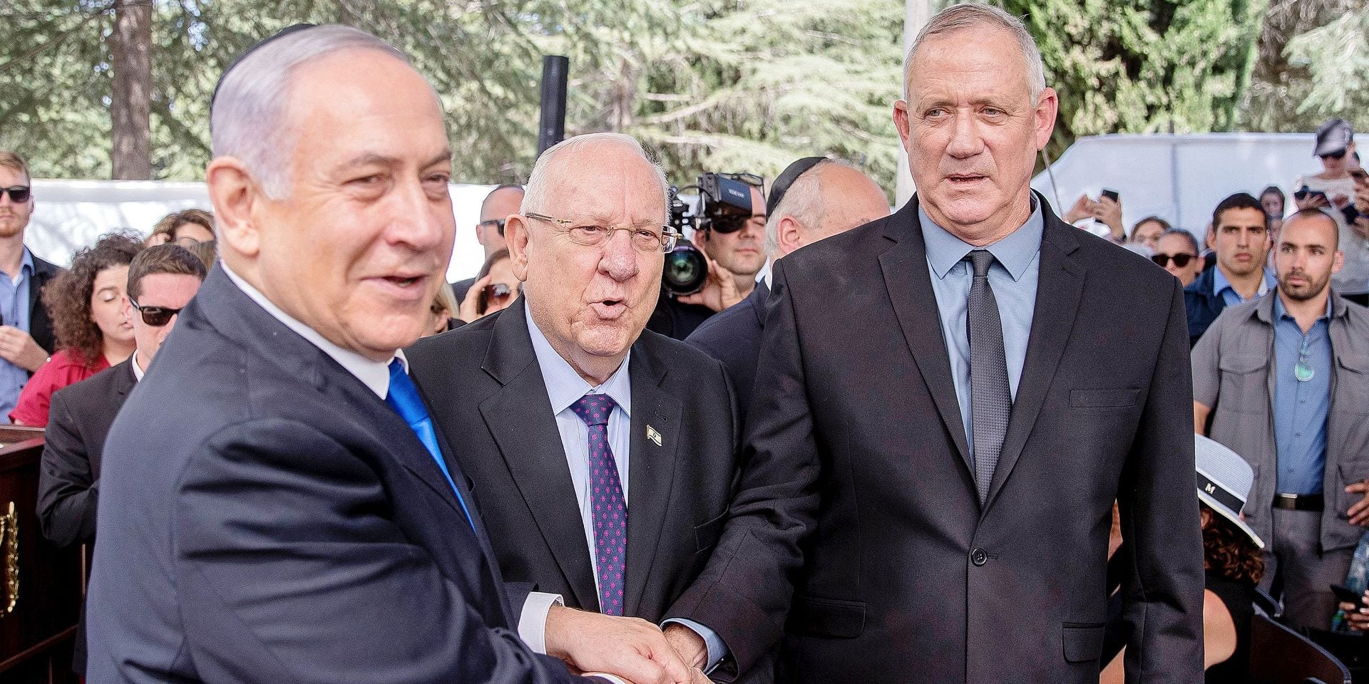 Israeli Prime Minister Benjamin Netanyahu (L), President Reuven Rivlin (C) and Benny Gantz, leader of Blue and White party, attend a memorial ceremony for late Israeli president Shimon Peres, at Mount Herzl in Jerusalem on September 19, 2019. - Netanyahu called on his main challenger Benny Gantz on Thursday to form a unity government together as election results showed both without an obvious path to a majority coalition. (Photo by YONATAN SINDEL / AFP) / Israel OUT