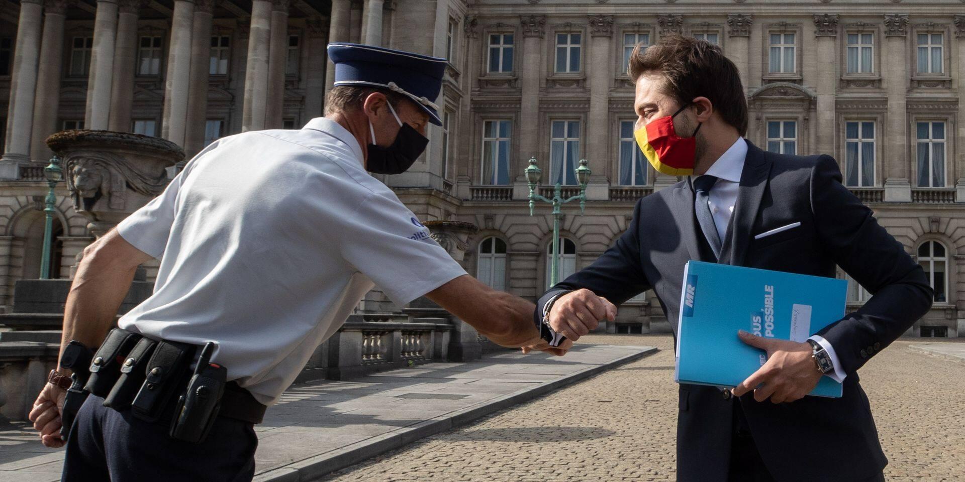 """Négociations fédérales: """"Restons professionnels, les questions de personnes ne doivent pas prendre le pas sur le fond"""", réagit Bouchez"""