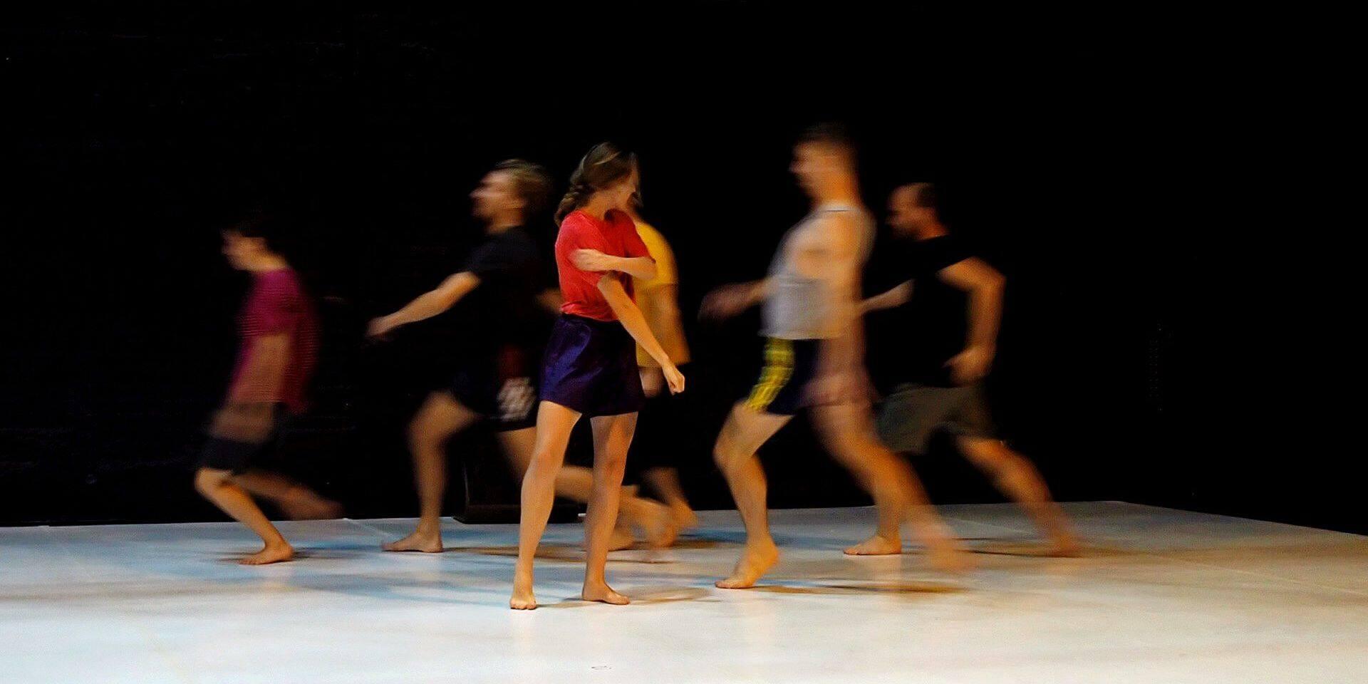 """""""WEG"""", la nouvelle création d'Ayelen Parolin pour neuf danseurs et une pianiste, à découvrir les 11 et 12 octobre à la Biennale de Charleroi danse."""